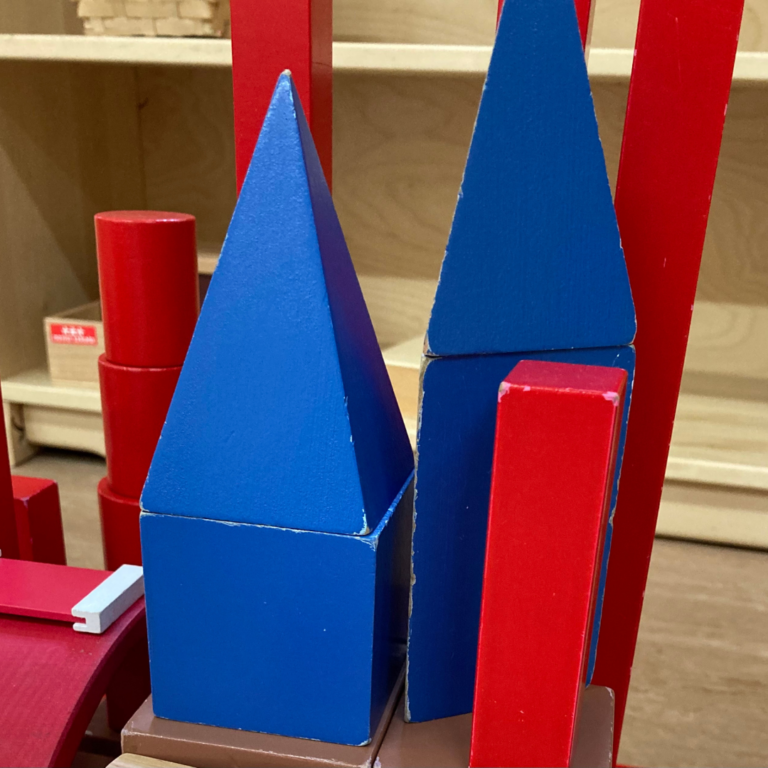 Afbeelding voor Play and Creativity in the Montessori Environment